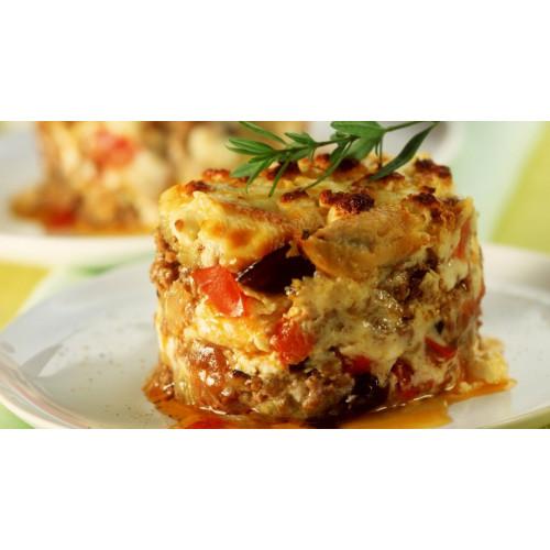 Грецька мусака з яловичиною, картоплею і сиром,
